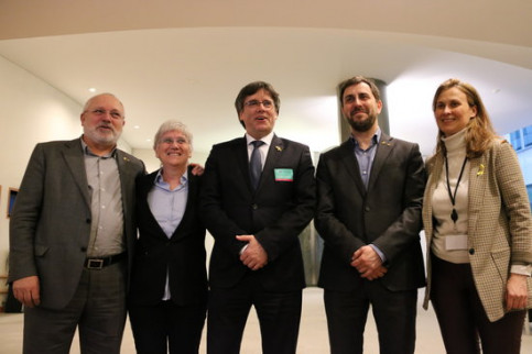 Exiled Catalan politicians, from left to right, Lluís Puig, Clara Ponsatí, Carles Puigdemont, Toni Comín, and Meritxell Serret (by Natàlia Segura)