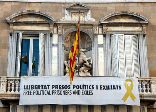 The yellow ribbon that adorned that Catalan government headquarters building in March 2019. (Photo: Nazaret Romero)