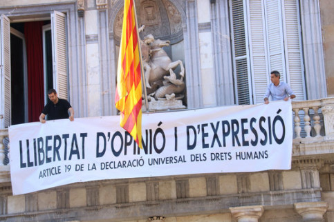 """Banner hanging from the Catalan government headquarters, reading: """"Freedom of opinion and expression. Article 19 of the Universal Declaration of Human Rights"""" (by Bernat Vilaró)"""