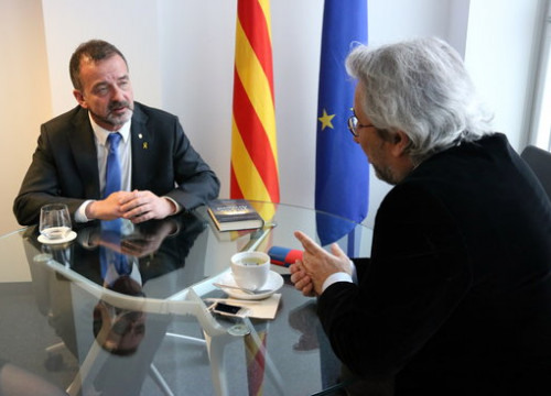 Catalan foreign minister Alfred Bosch meets with Turkish journalist Can Dündar (by ACN)