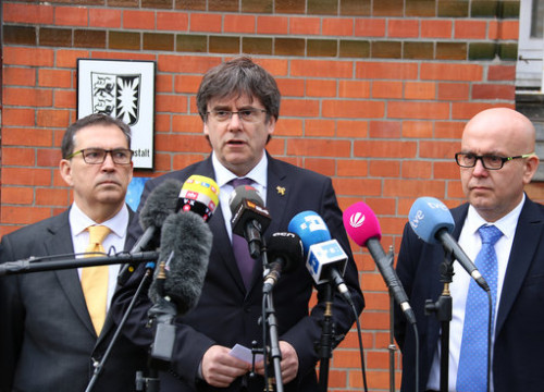 The Catalan former president, Carles Puigdemont, and two of his lawyers in Neumünster, Germany, on March 25, 2019 (by Natàlia Segura)