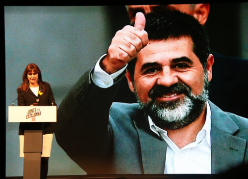JxCat number 2 in the Spanish general election, Laura Borràs, with a picture of Jordi Sànchez, the party's number 1 (by Bernat Vilaró)