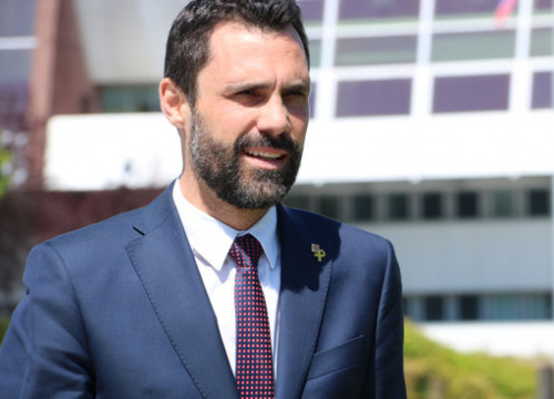 Catalan Parliament speaker Roger Torrent speaking to the media outside the Council of Europe (Photo: Blanca Blay)