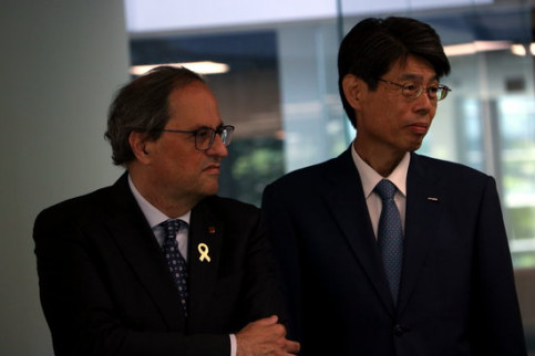 Quim Torra with the global director of Technology and Innovation of NTT Data, Tsuyoshi Kitani. (Photo: Ana Amat Vendrell)