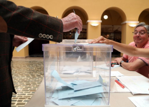 Votes being cast in Tarragona. (Photo: Mar Rovira)