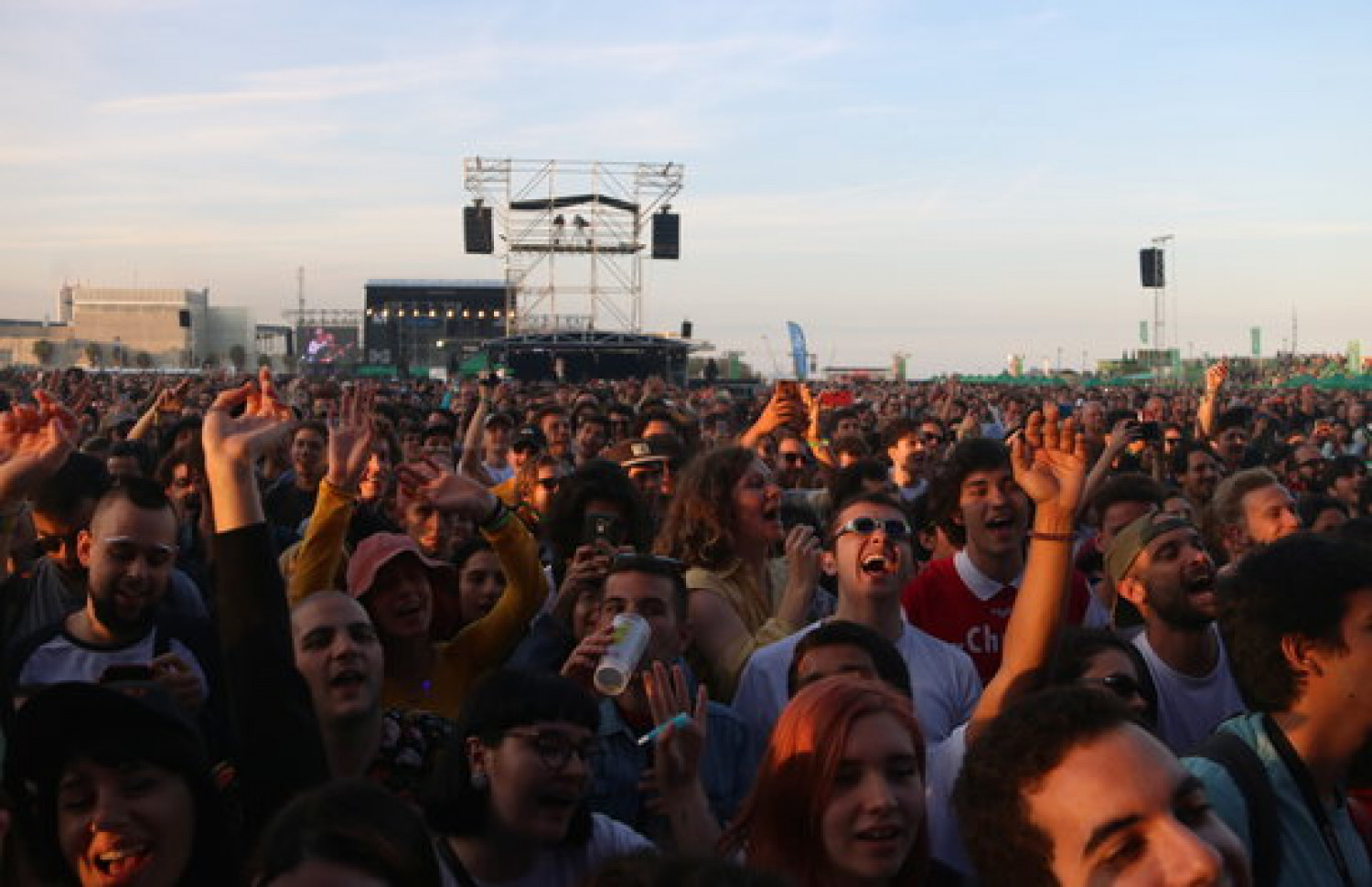 Fans enjoying a performance during the 2019 edition of Primavera Sound (by Violeta Gumà)
