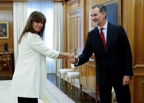 JxCat's MP Laura Borràs shaking hands with King Felipe on June 6, 2019