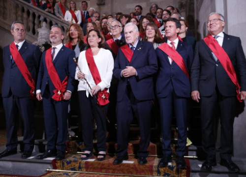 The leaders of Barcelona's local parties, with mayor Ada Colau at the center (by Gerard Artigas)
