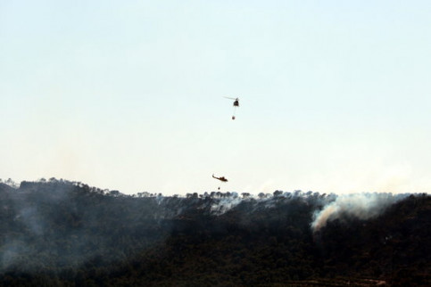 Air crews work on controlling the wildfire in southern Catalonia. (Photo: Salvador Miret)