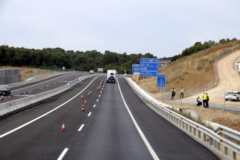 The inauguration of a national road in northern Catalonia, opened ten years later than planned. (Photo: Marina López)