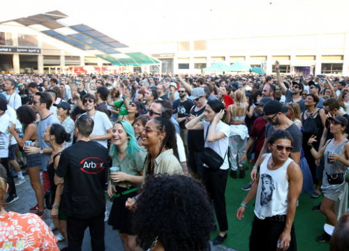 Fans enjoying a concert at Sónar by Day 2019 (by Pere Francesch)