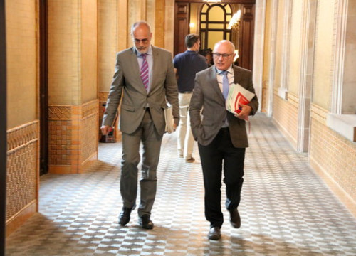 Parliament lawyer Joan Ridao and secretary-general of the chamber, Xavier Muro (by Marta Sierra)