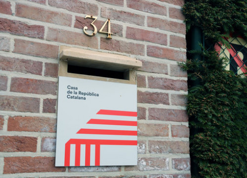 A plaque reading 'House of the Catalan Republic' in Waterloo, Belgium (by Natàlia Segura)