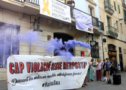 Protestors filled the streets holding the slogan 'no rape without response' (Laura Fíguls)