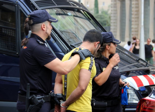 Catalan and Spanish police detained 23 people on suspicion of theft on Tuesday (Nazaret Romero)