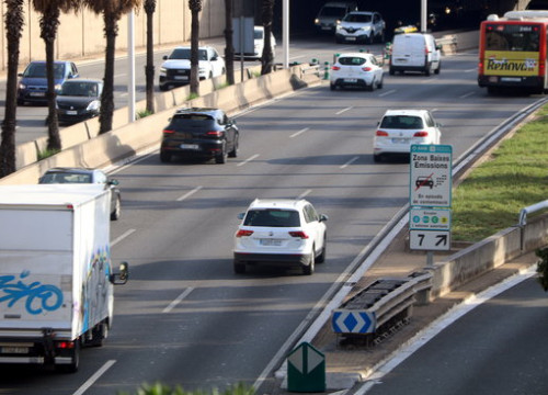 Barcelona's Low Emission Zone is delimited by the Ronda de Dalt and the Ronda Litoral ring roads (by Elisenda Rosanas)