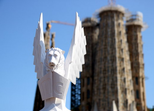 Four of the Sagrada Família's spires will be crowned with statues from the Catalan sculptor Xavier Medina-Campeny (by Pere Francesch)