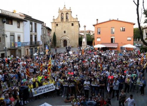 A protest in the Catalan town of Folgueroles against the Guardia Civil operation against pro-independence activists (by ACN)