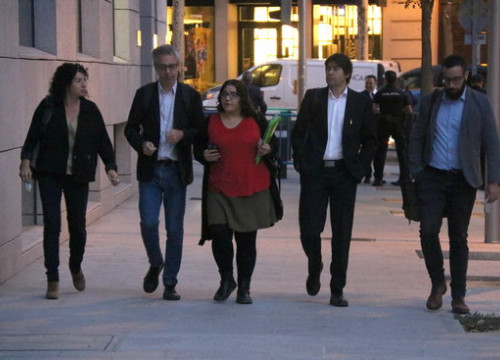 Lawyers of the pro-independence activists arrested under terrosim charges arrive in court (by Roger Pi de Cabanyes)