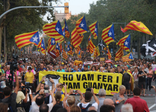 Pro-independence supporters take to the streets in Barcelona, marking the second anniversary of the independence referendum (by Miquel Codolar)