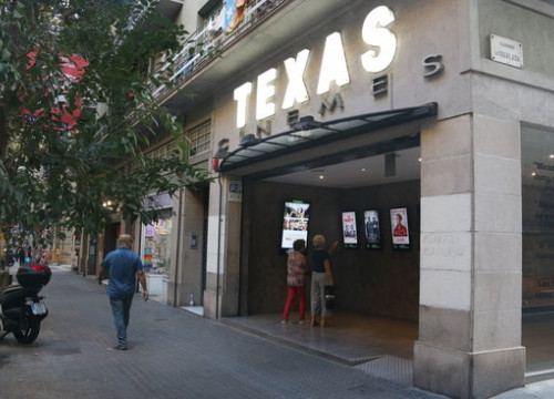 Exterior of the iconic Cinemes Texas in Barcelona (by Pere Francesch)