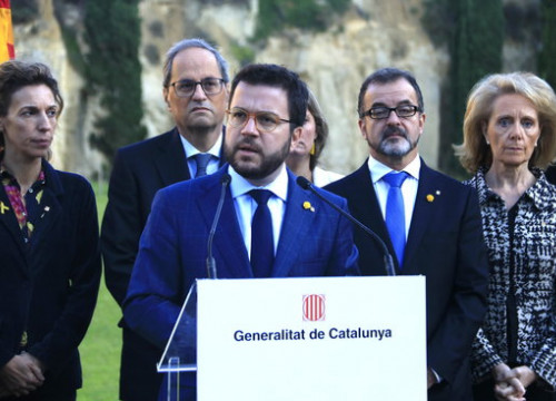 Members of the Catalan government during an act at Montjuïc cemetary, where former president Lluís Companys is buried (by Sílvia Jardí)