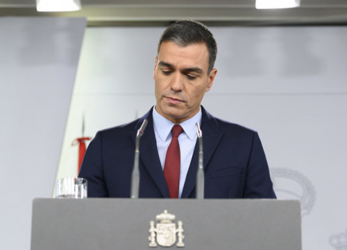 Spanish acting president Pedro Sánchez speaks at an official government act (by La Moncloa)