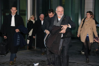 Former ministers Toni Comín and Lluís Puig leave a Belgian court after their hearing on November 7, 2019 (by Nazaret Romero)