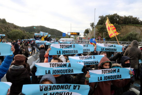 Tsunami Democàtic activists block the main highway between France and Catalonia (by Àlex Recolons)
