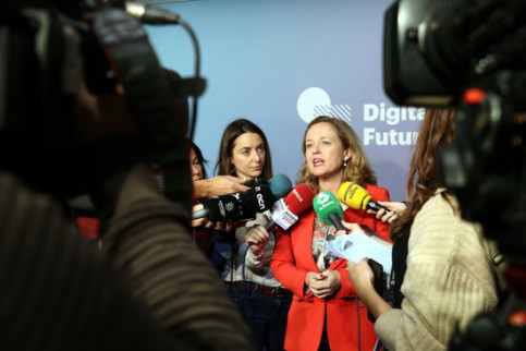 Socialist minister Nadia Calviño speaks to press at the Digital Future Society Summit (by Marta Casado Pla)