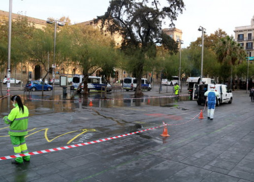 The square was cleared after three weeks of blockade (by Pol Solà)