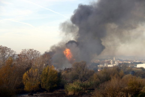 Image of a chemical plant blaze in Montornès del Vallès, north of Barcelona, on December 12, 2019 (by Eduard Batlles)