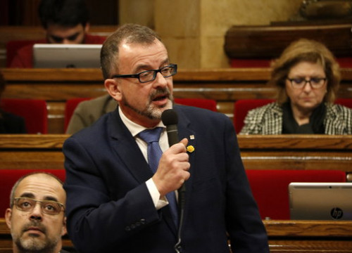Foreign affairs minister Alfred Bosch speaks in the Catalan parliament on December 11, 2019 (by Guillem Roset)