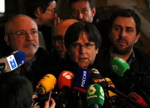 Carles Puigdemont speaks to press after appearing at a Belgian court for his extradition hearing (by Natàlia Segura)