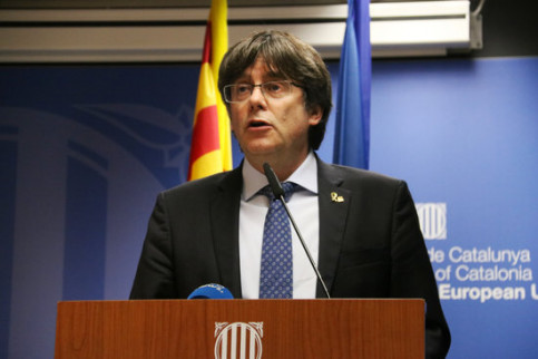 Former Catalan president Carles Puigdemont speaking in the Catalan government's office in Brussels (by Alan Ruiz Terol)