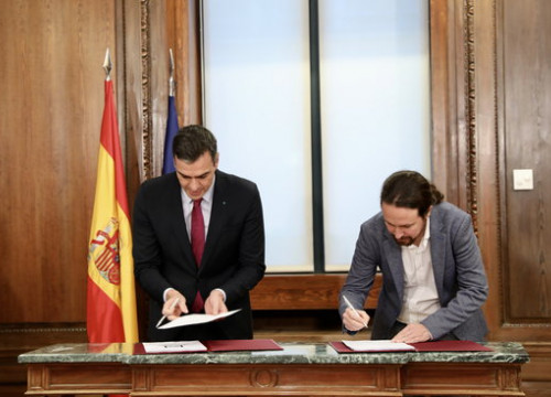 Spain's acting president Pedro Sánchez (left) and his would-be vice president Pablo Iglesias sign their future government plan (by PSOE)