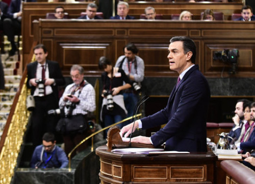 Spanish acting president Pedro Sánchez speaks in the Spanish congress during the debate over his investiture on January 4, 2020 (by Jordi Vidal)