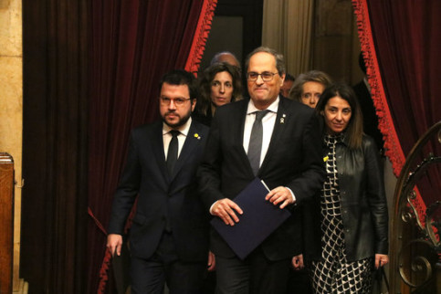 Catalan president arrives in the parliament alongside vice president Pere Aragonès and other officials (by Miquel Codolar)