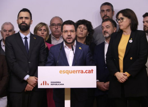 Catalan vice president Pere Aragonès gives a press conference with other ERC members (by Sílvia Jardí)