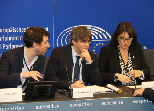 Toni Comín, Carles Puigdemont and Diana Riba at a press conference in the European Parliament, January 13, 2020 (by Laura Pous)