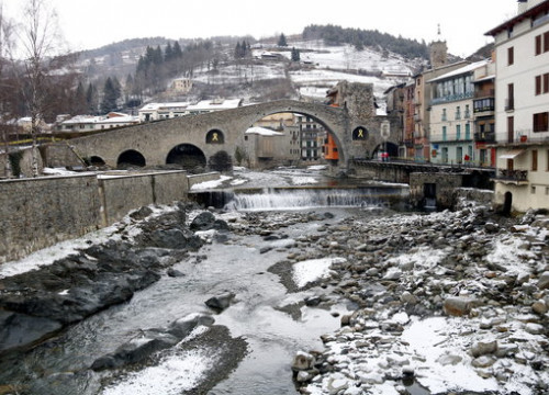 Snow-covered bridge at Camprodon (Ripollès) on January 20, 2020 (by Lourdes Casademont)