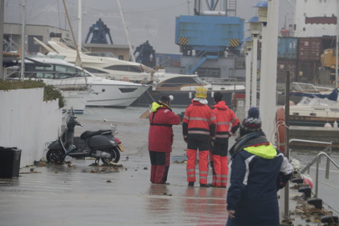 Firefighters in the port of Palamós, January 22, 2020 (by Marina López)