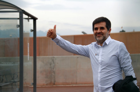 Pro-independence jailed leader Jordi Sànchez leaves prison on his first 48-hour permit, on January 25, 2020 (by Blanca Blay)