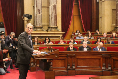 Quim Torra, president of Catalonia, turns to face speaker Roger Torrent (not pictured) during his speech in the plenary session on Monday, January 27, 2020 (by Mariona Puig)
