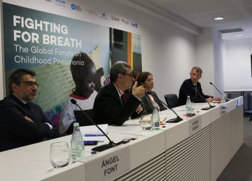 Àngel Font, from La Caixa; Quique Bassat, chair of the steering committee of the Global Forum on Child Pneumonia; Carmen Molina, UNICEF; Kevin Watkins, Save the Children UK, at a press conference in Barcelona (by Laura Fíguls)
