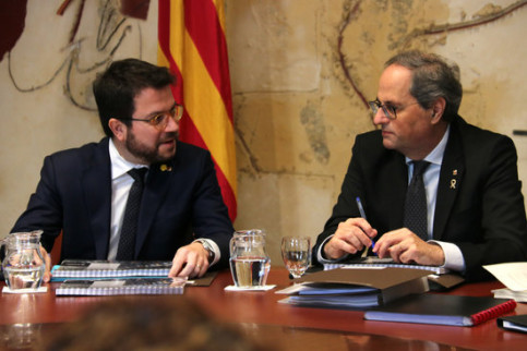 Catalan president and vice president Quim Torra and Pere Aragonès sit together at the Executive Council meeting in the Catalan government (by Bernat Vilaró)