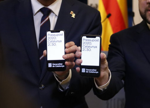 Mobile phones of Parliament Speaker Roger Torrent and Vice-President Pere Aragonès, showing the budget for 2020, January 29, 2020 (by Gerard Artigas)