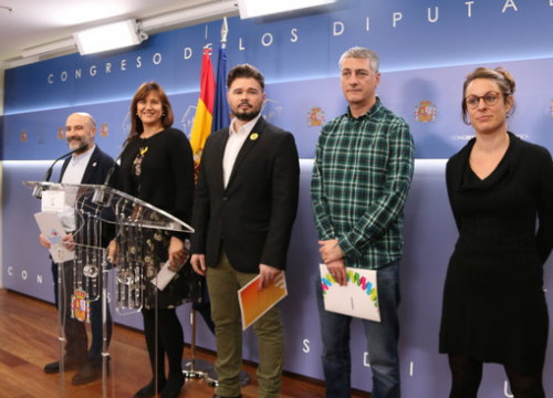 Mireia Vehí (CUP), Oskar Matute (EH Bildu), Gabriel Rufián (ERC), Laura Borràs (JxCat) and Nestor Rego (BNG) in the press room in congress before reading the their manifesto rejecting the monarchy, February 3, 2020 (by Andrea Zamorano)