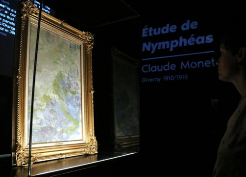 Claude Monet's 'Study of Water Lilies' in the IDEAL digital arts centre in Poblenou, Barcelona (by Pau Cortina)