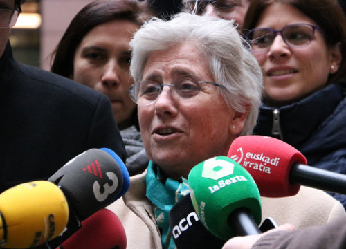 Exiled Catalan MEP Clara Ponsatí speaks to press outside the European Parliament in Strasbourg, February 2020 (by Nazaret Romero)